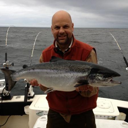 Johan med stor fisk